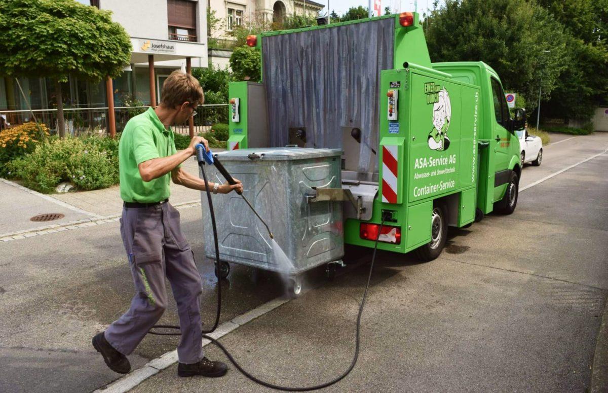 Im März sind wir wieder mit unserem Waschbär unterwegs und können Ihre Container von Schmutz, schlechten Gerüchen und Ungeziefer befreien.